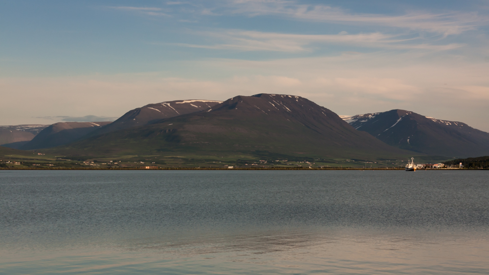 Kalnai kitapus Akureyri fjordo - visai netoli mūsų laikinų namų Islandijoje