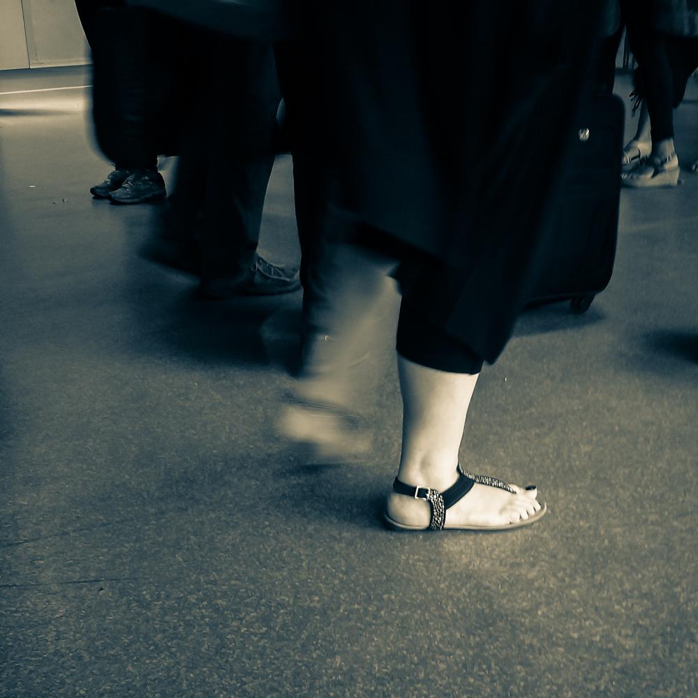 Žingsniai. Ilgos ir nuobodžios eilės oro uoste. Mobilografija.