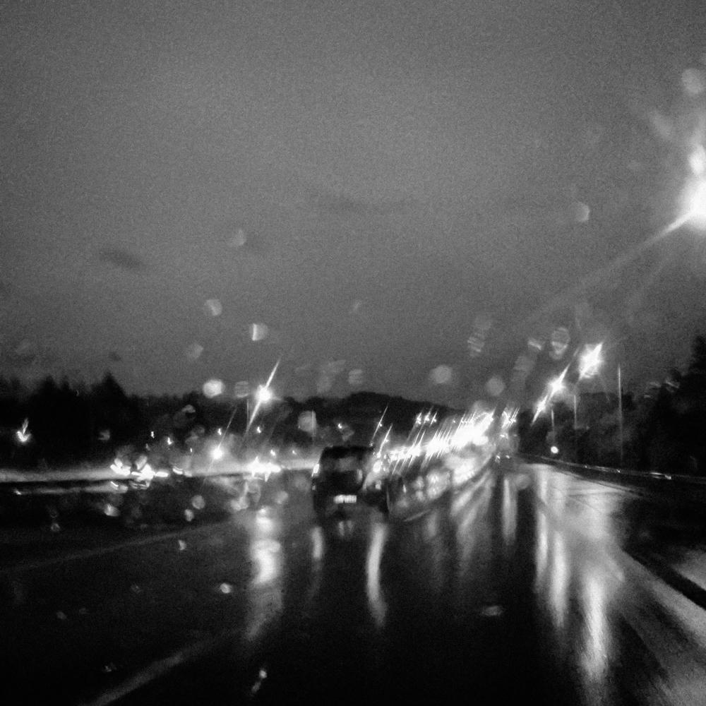 Kelias per stiprų lietų. Mobilografija