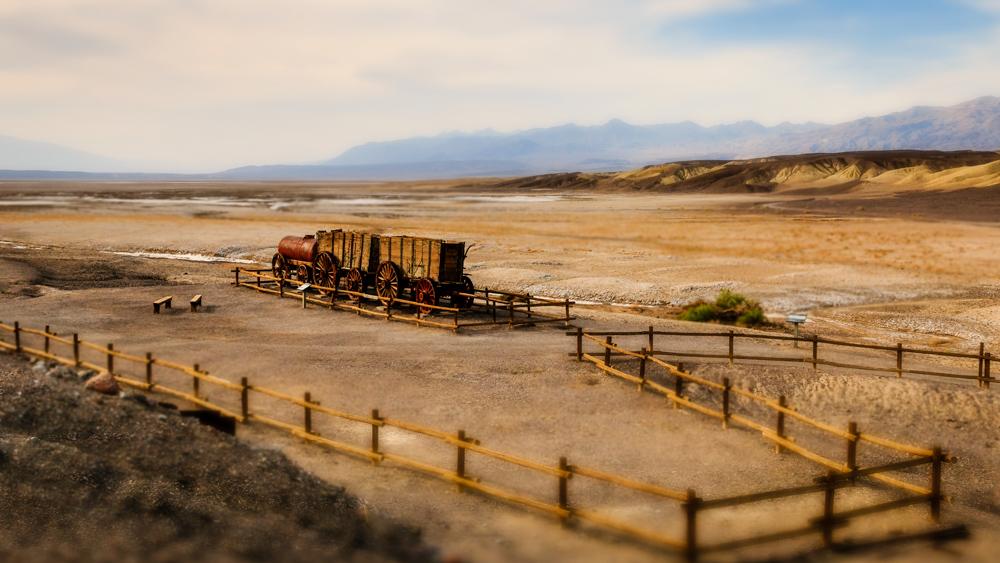 20 mulų vežimaitis. Borakso kasyklos liekanos, Mirties slėnis, JAV.