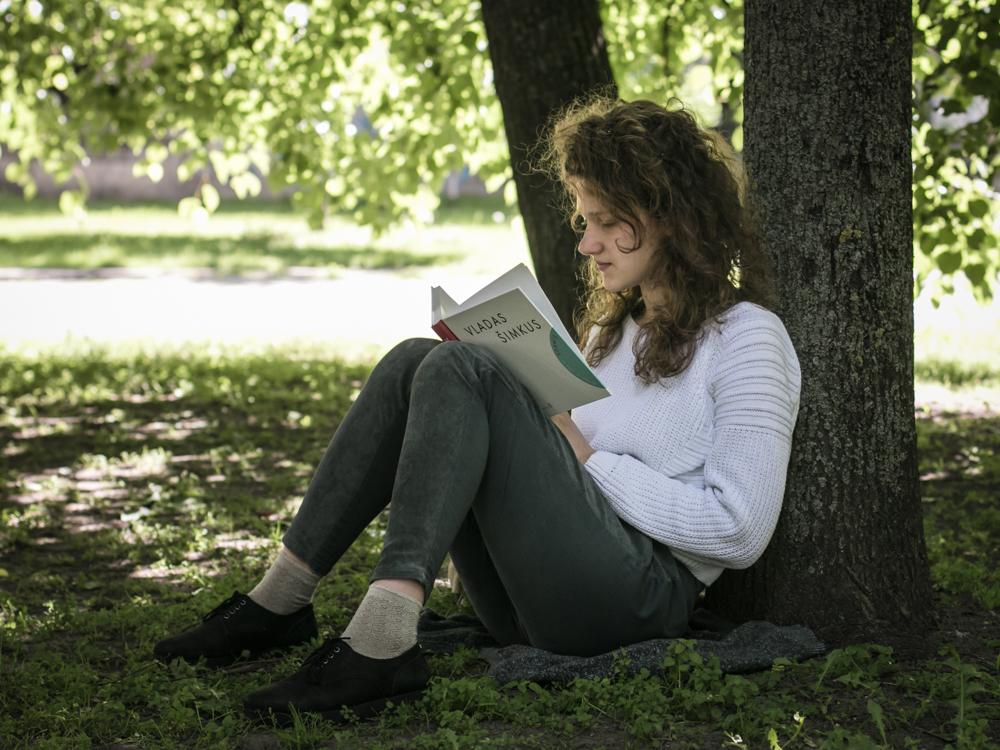 Nr.20. Rūta, kuri sėdėjo po medžiu ir ruošėsi stojamiesiems į teatro akademiją.