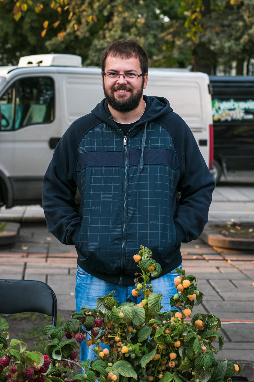 Nr.35.  Justinas, kuris augina avietes.